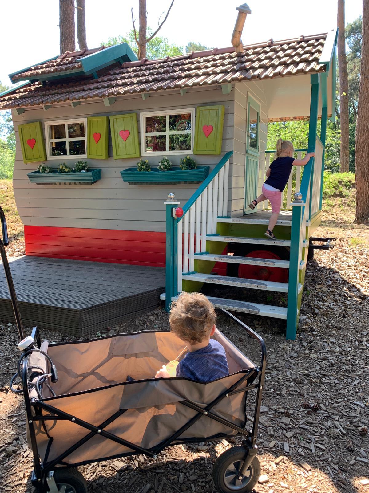 Landal-Het-Vennebos-kinderen-kinderbungalow-subtropisch-zwembad-kinderboerderij